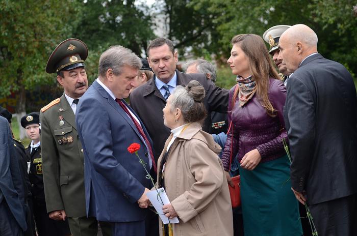 Всквере наулице Профсоюзной появился монумент «Кировчанам-труженикам тыла»