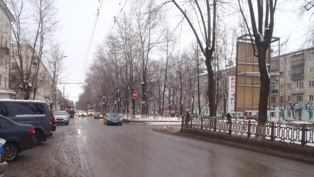На Октябрьском проспекте иномарка сбила женщину