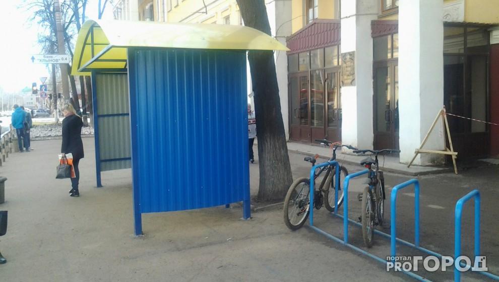 У бывшего ВятГГУ впервые установили остановочный павильон