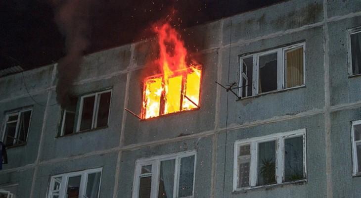 В Кирове полицейский спас ребенка из горящей квартиры