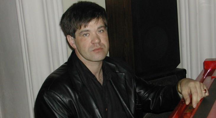 В Кирове музыкант умер во время концерта в День романтики