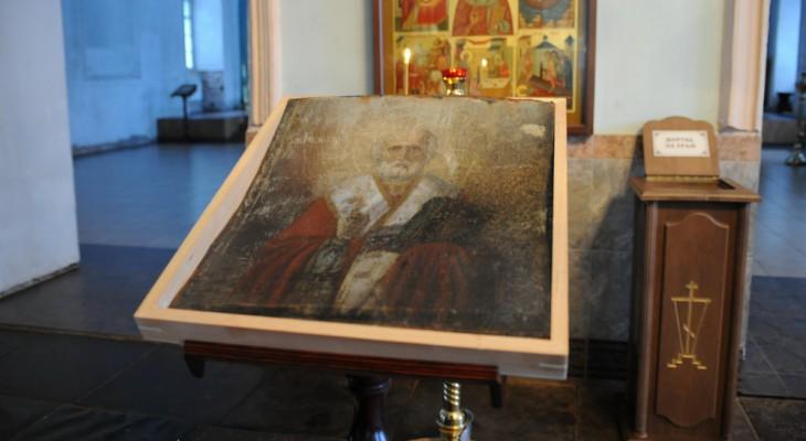 В Великорецком образ святого проявился на железной заслонке для окна