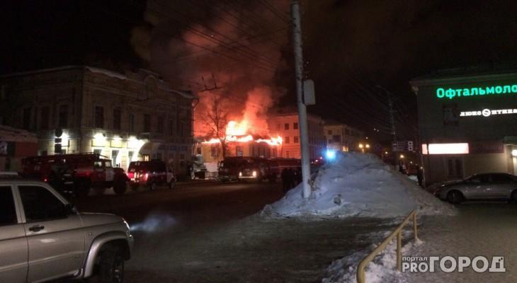 В Кирове у Центральной гостиницы сгорел дом с центром микрозаймов