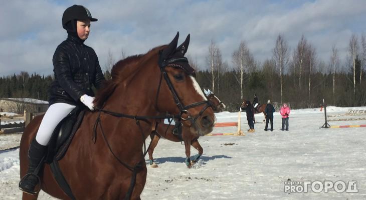 Фоторепортаж: в Кирове спустя 5 лет восстановили ипподром