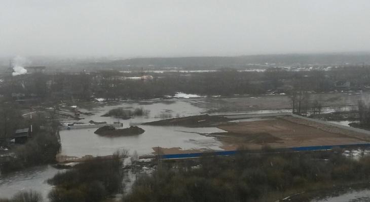 В Вересниках затопило строительную площадку легкоатлетического манежа