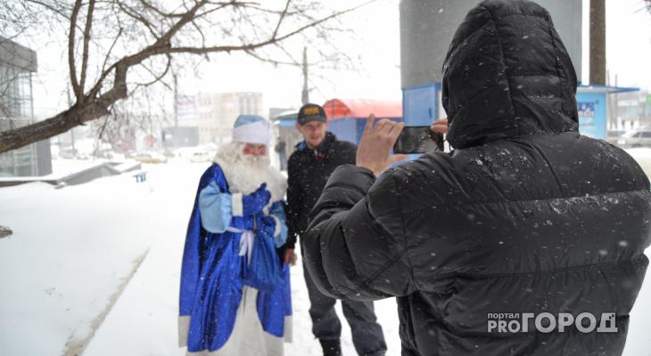 В апрельский снегопад на улицы Кирова вышел Дед Мороз
