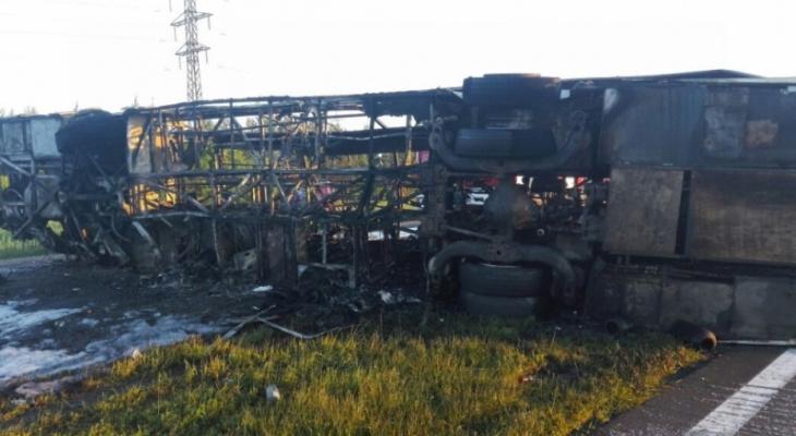 Смертельное ДТП в Татарстане: погибли женщина и ее дети, ехавшие в Киров