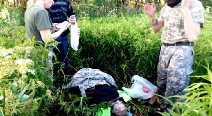 Грибник случайно нашел в кировском лесу изможденную пропавшую пенсионерку
