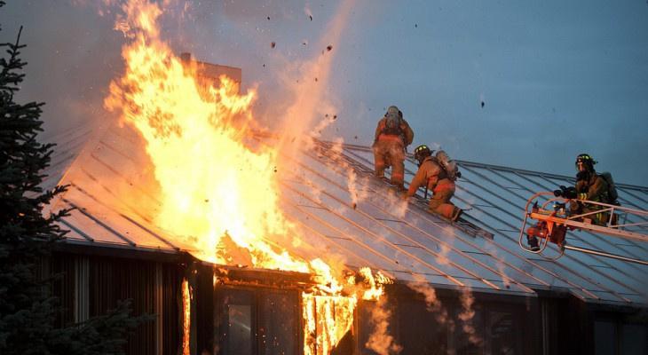 В Кировской области в пожаре, вызванном разрядом молнии, погиб пенсионер