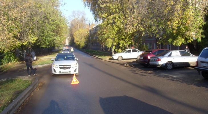 В Кирове иномарка сбила мужчину: на месте ДТП работали медики