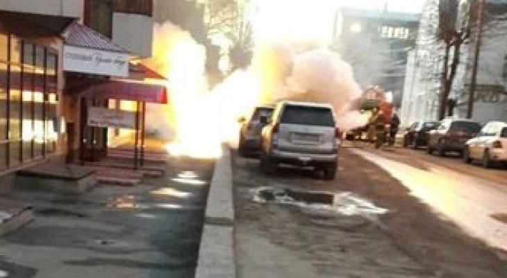 В Кирове во время стоянки вспыхнула Toyota Land Cruiser