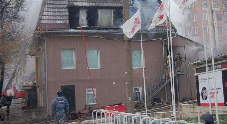 Рядом с Дворцом молодежи в Кирове произошел серьезный пожар