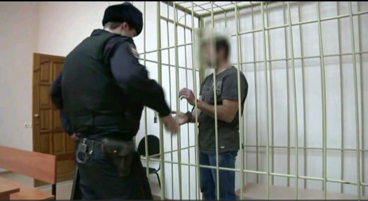 В Кирове задержали подозреваемого в краже года из ювелирного салона