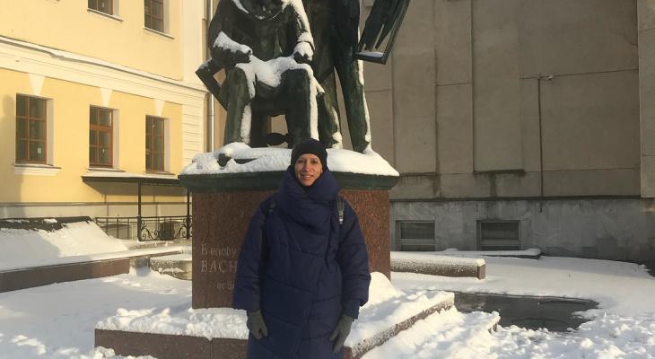 Бывшая участница Comedy Woman прогулялась по Кирову
