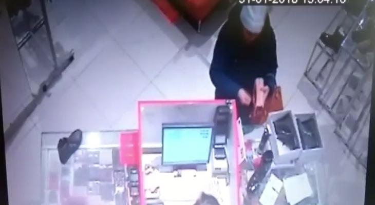 В Кирове разыскивают женщину, обманувшую в магазине продавца