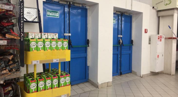 Фоторепортаж: легко ли выбраться из кировских торговых центров в случае ЧП
