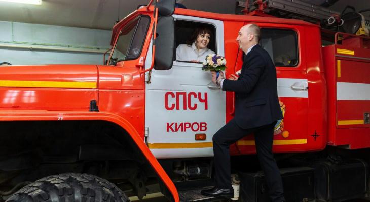 Фото: в Кирове прошла «пожарная свадьба»