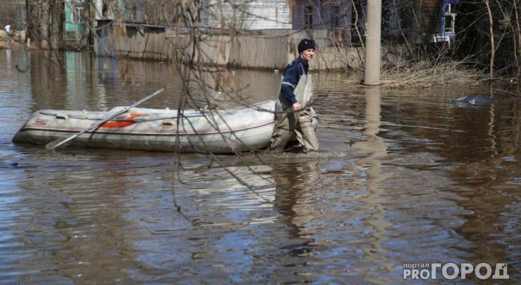В Кировской области затопило грунтовую дорогу