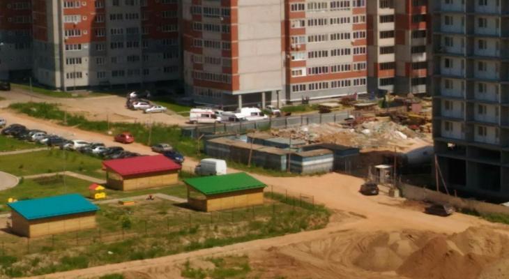 В Кирове на стройке с высоты 20 этажа упали два строителя