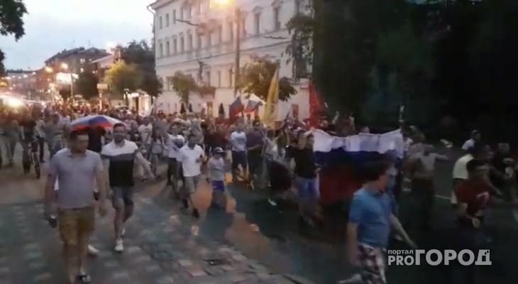 Видео: болельщики устроили стихийное шествие по центральной улице Кирова