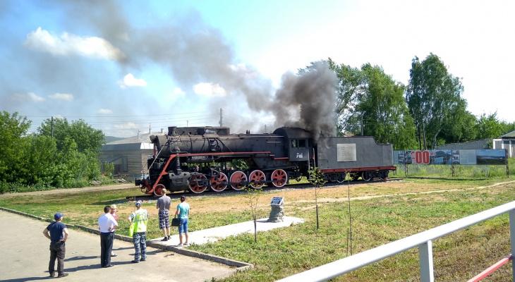 В Кировской области вспыхнул паровоз-памятник