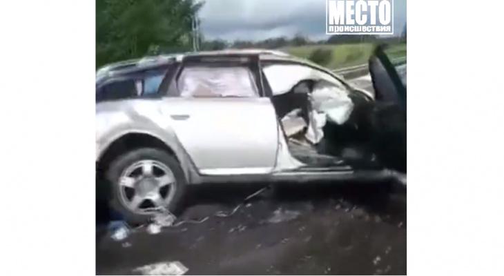 Появились кадры с места аварии под Котельничем, где погиб 34-летний священник