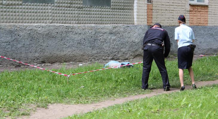 В Кирове женщина выпала с 9 этажа во время мытья окон