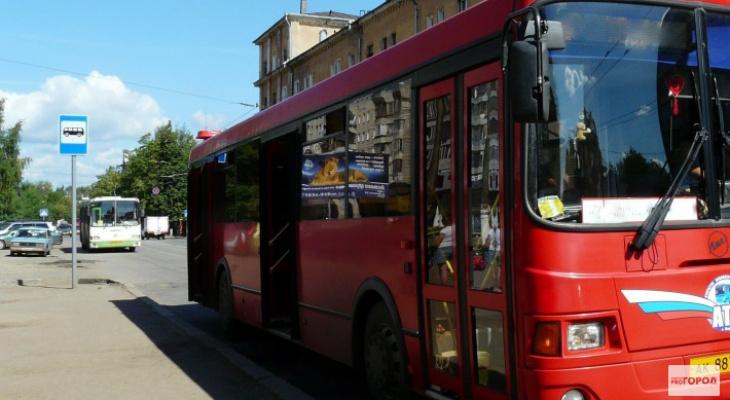 В Омутнинске водитель автобуса тронулся с остановки с зажатым в дверях 6-летним ребенком