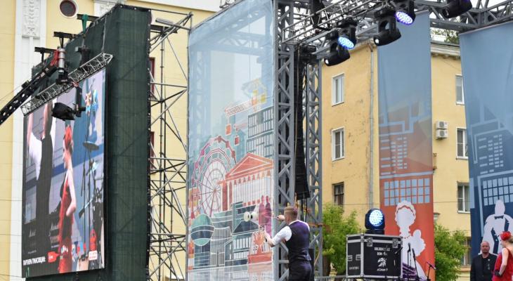 Для просмотра матчей на Театральной площади установят 8-метровый экран