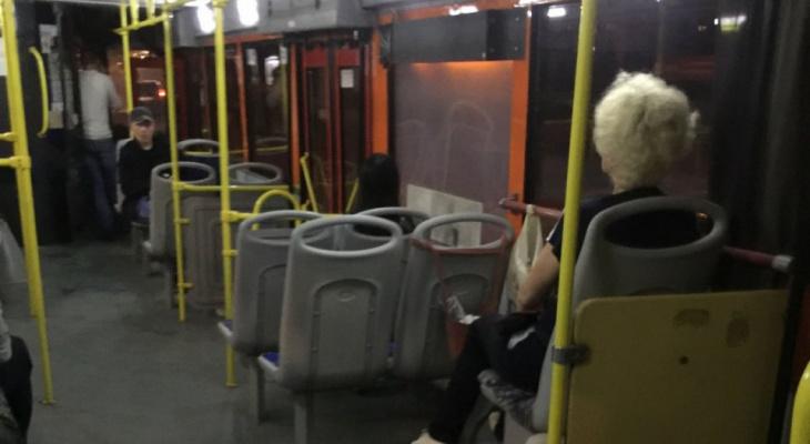 Водитель автобуса № 1 в Кирове устроил ночную дискотеку с пассажирами