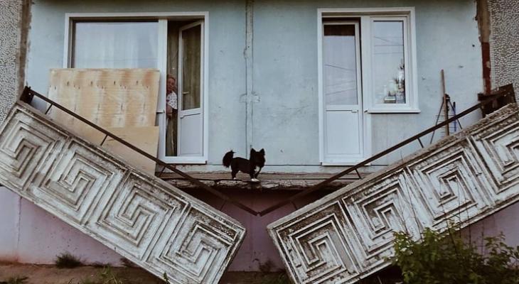 Фото дня: в Костино обрушилась балконная плита многоквартирного дома