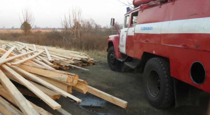 В Уржумском районе ночью загорелось заготовленное сено