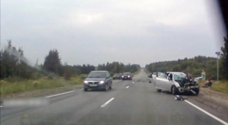 На трассе «Вятка» столкнулись «Газель» и Chevrolet: есть погибшие