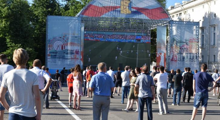 Почти 4 тысячи кировчан посмотрели футбол на Театральной площади