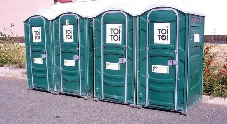 В Кирове поставили общественные туалеты, которыми нельзя воспользоваться