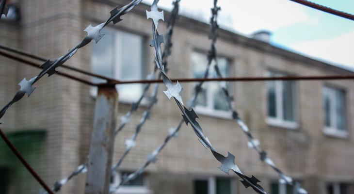 Житель Омутнинска скончался на следующий день заключения в тюрьме: мать считает, что сына убили