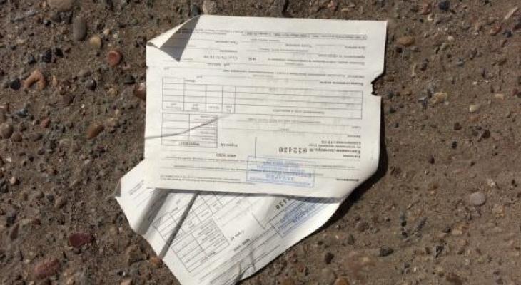 На одной из улиц Кирова неизвестные разбросали платежки с личными данными жителей