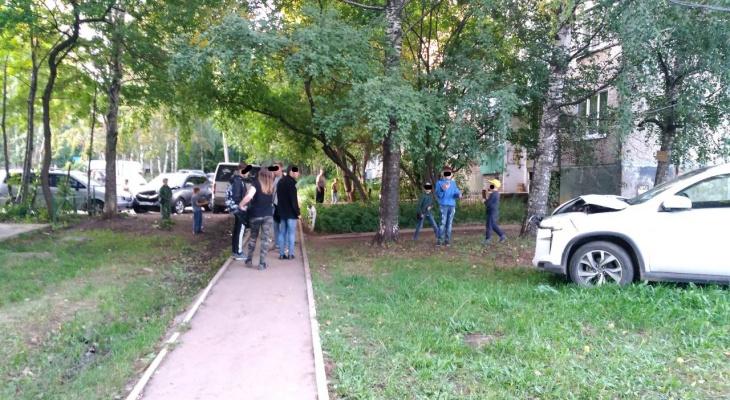 Что обсуждают в Кирове утром: налог на курение и массовое ДТП во дворе