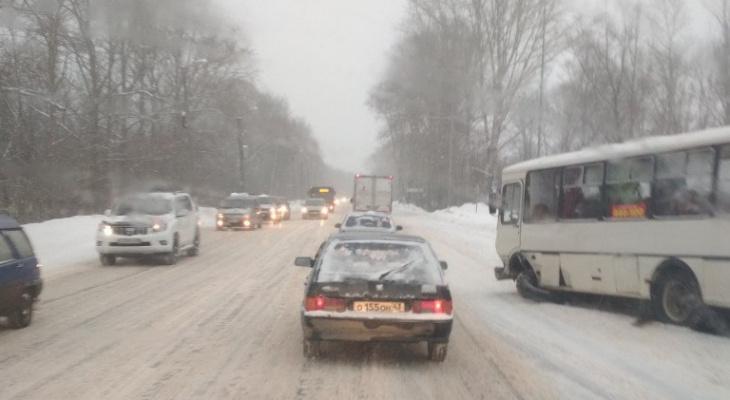 Ситуация на дорогах Кирова усложнится из-за потепления и снегопада