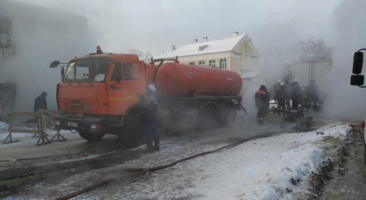 В МЧС опубликовали фото с места крупной коммунальной аварии в Кирове
