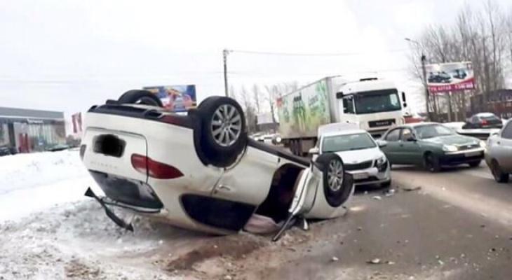 Момент ДТП, где Porsche Cayenne перевернулся у поворота на Ганино, попал на видео