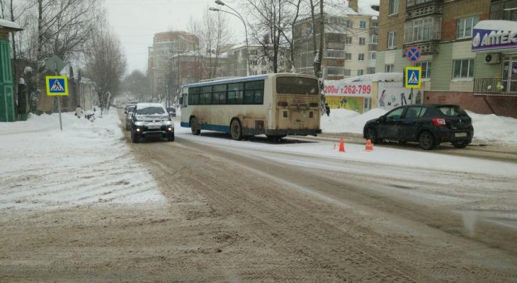 За сутки на дорогах Кирова сбили трех человек