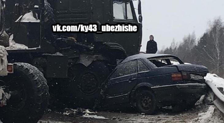 КамАЗ влетел в легковушку на Победиловском тракте: очевидцы сообщают о погибших