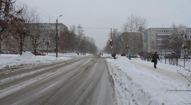В Кирове женщина-водитель сбила инвалида на коляске и уехала