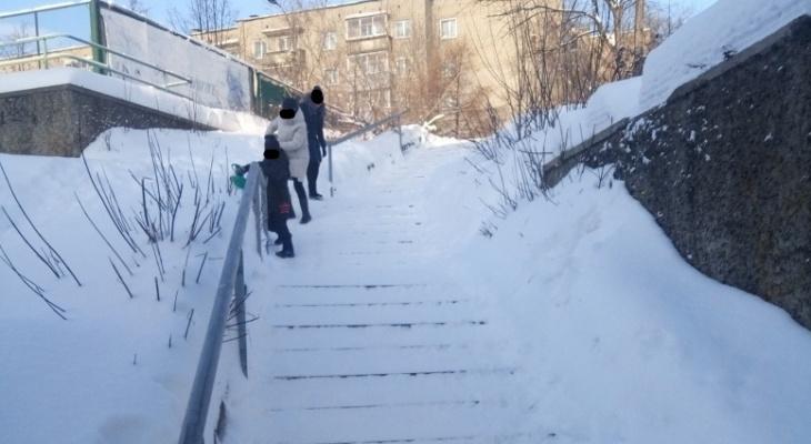 «Сколько живу, такого не видел»: фоторепортаж с кировских заснеженных дворов и улиц