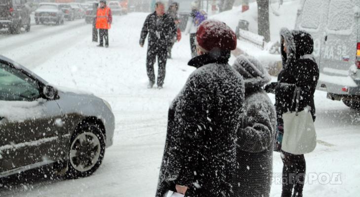 ГИБДД рекомендует водителям не садиться за руль из-за метели в Кировской области