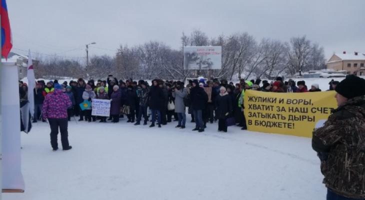 150 человек пришли на митинг против мусорной реформы в Кирове