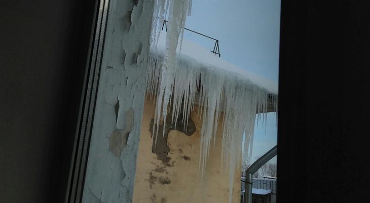 В Кирове 600 крыш остаются неочищенными от снега