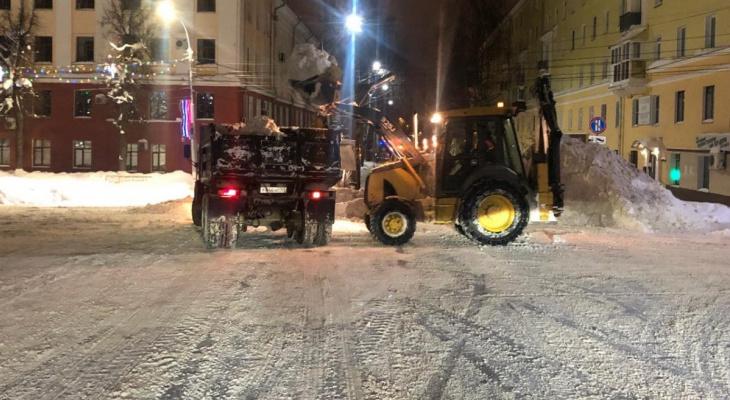 Опубликован график вывоза снега с улиц Кирова в выходные