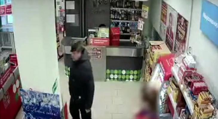 В Кирове разыскивают пенсионера, который напал на покупателя в продуктовом магазине